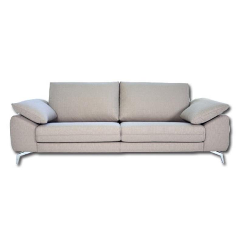 Sofá modelo Lobby, color beige,  elegante líneas patas cromadas.